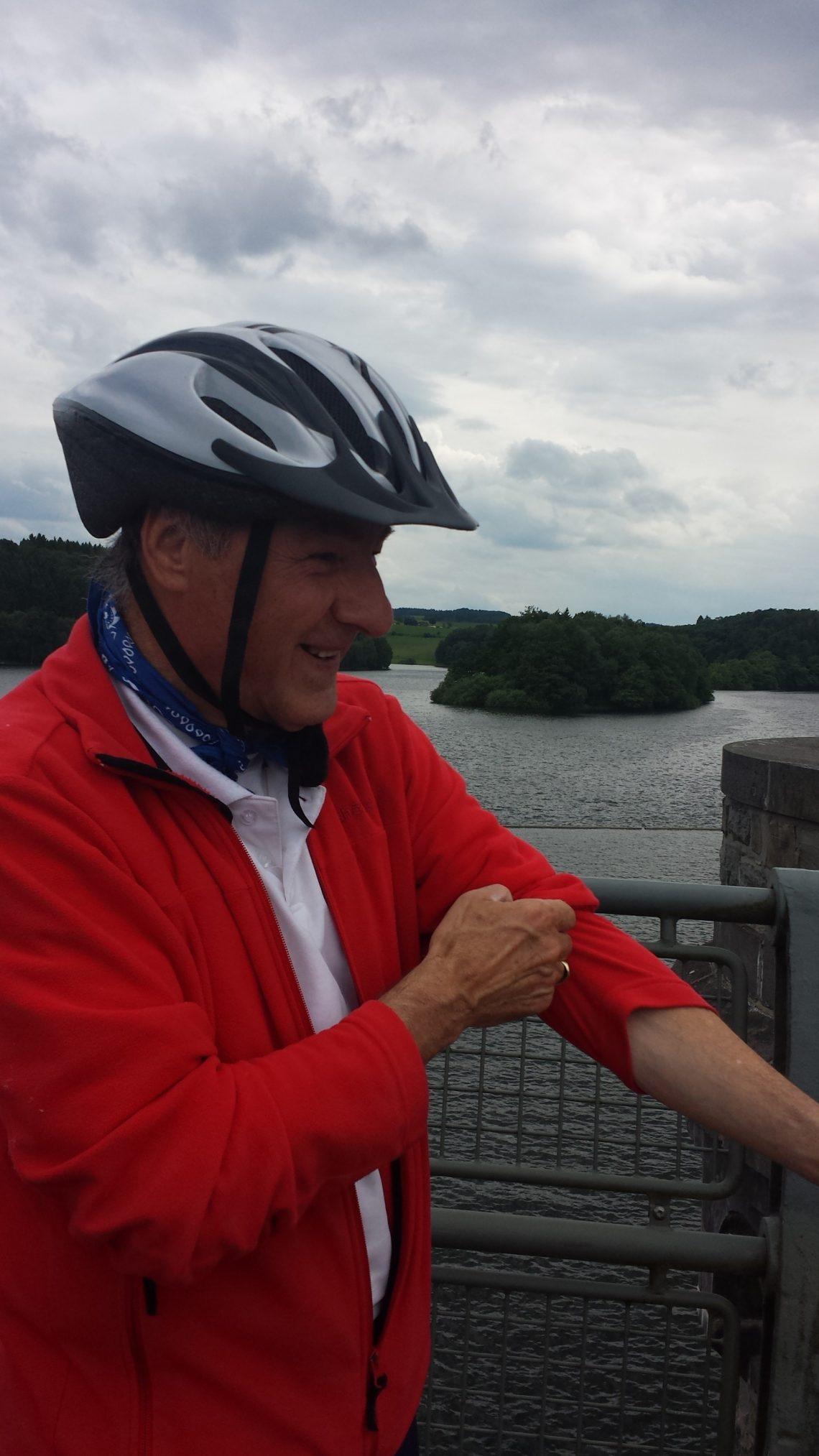 Heinz auf einer Radtour an der Ennepe-Talsperre