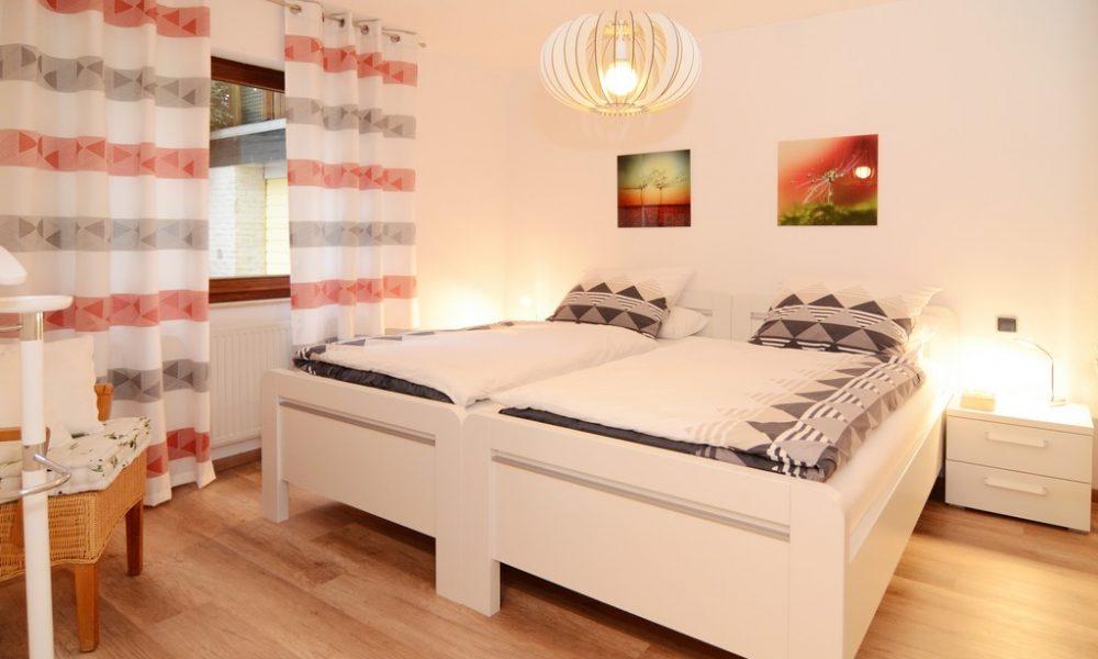 Bild zeigt die moderne Ferienwohnung Ehmann Schlfzimmer mit hochwertigen Matratzen