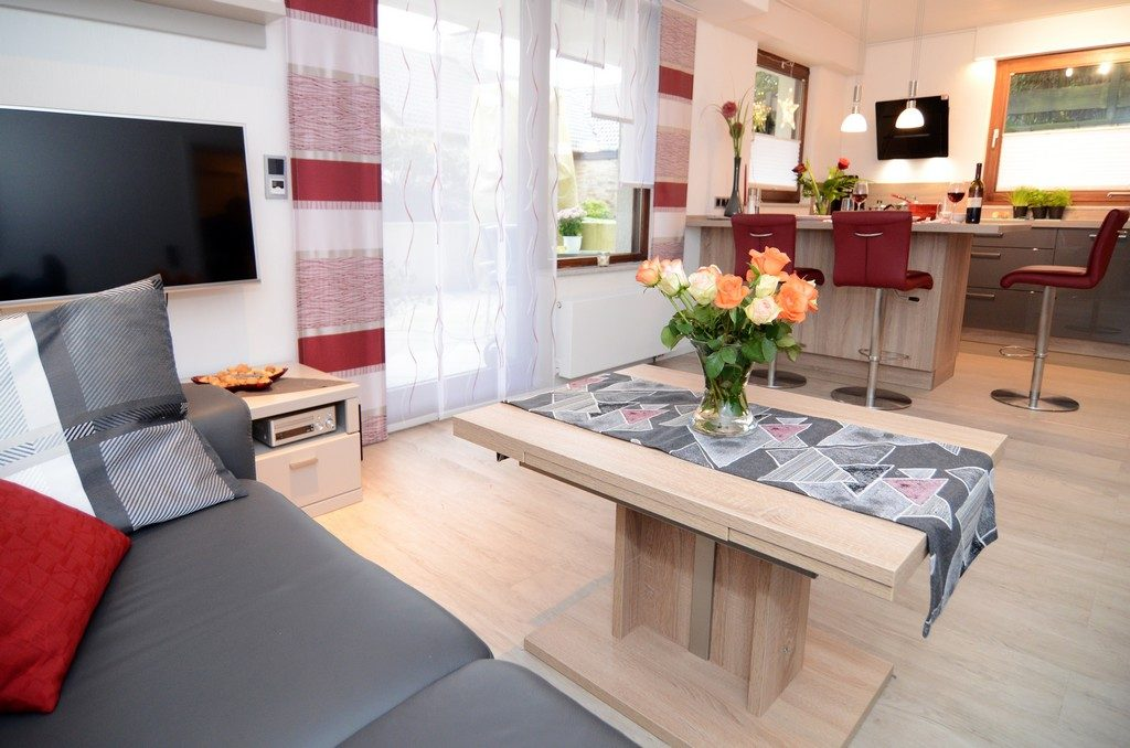 Dieses Bild zeigt die Fewo Wohnzimmer-Essinsel-Küche